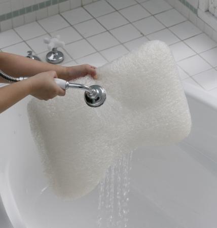 シャワーで枕を水洗い