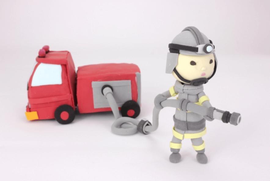 消防車と消防士の粘土人形
