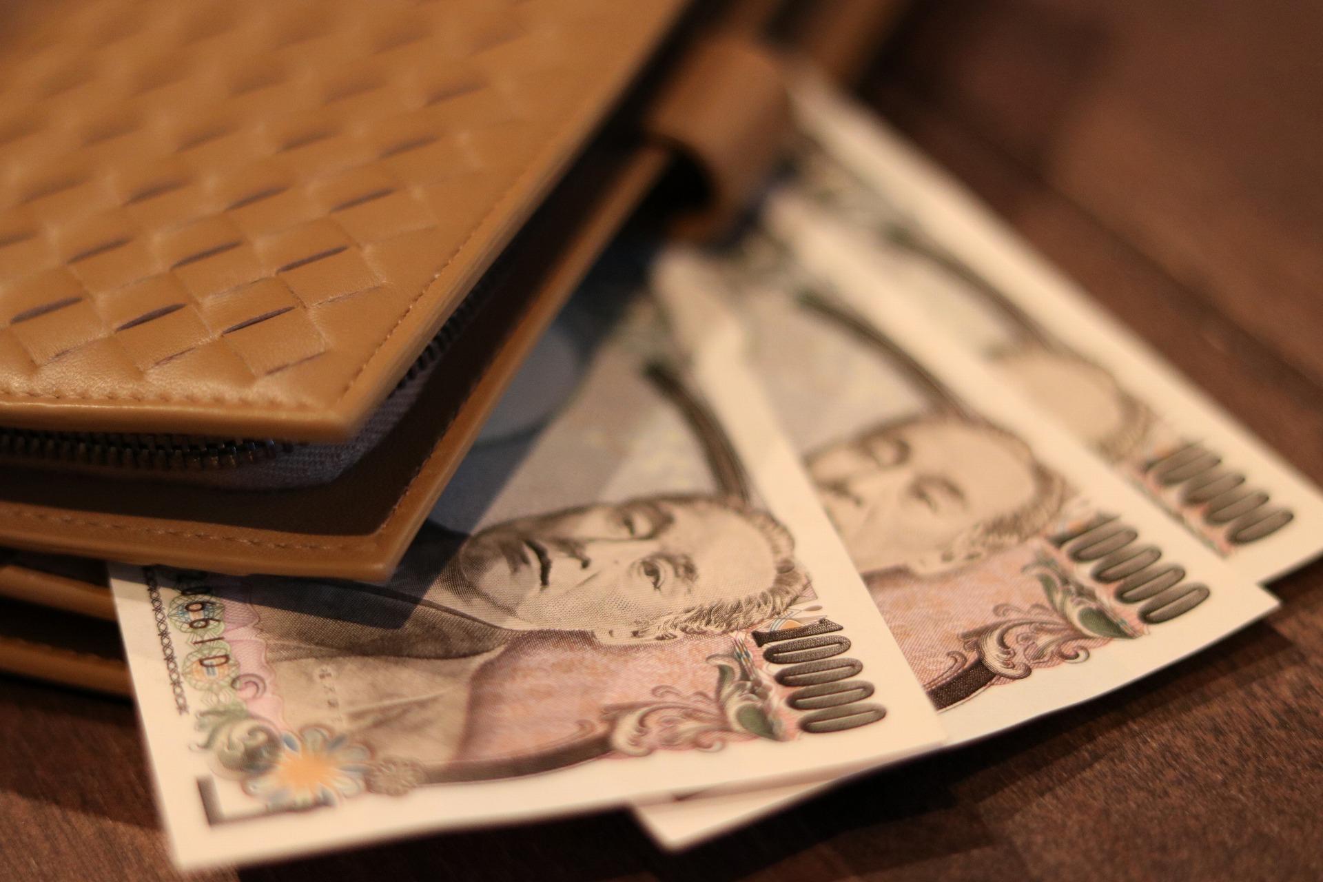 財布と1万円札3枚