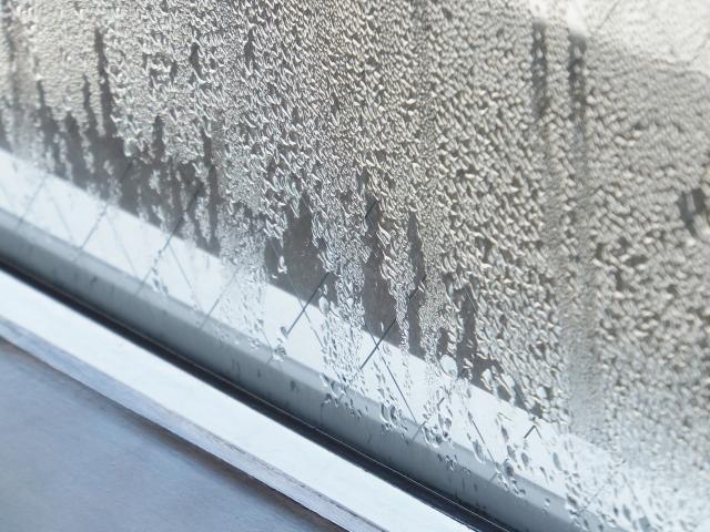 窓についた結露