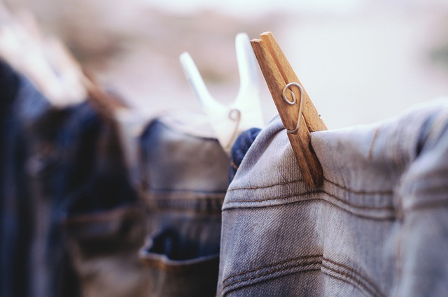 物干し紐に干された洗濯物