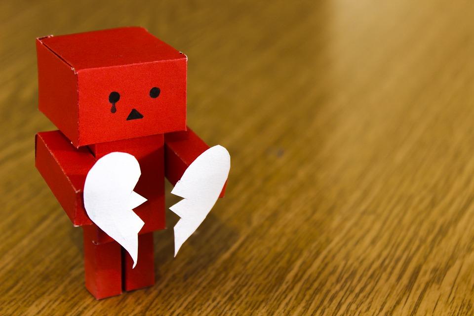 紙人形と壊れたハート