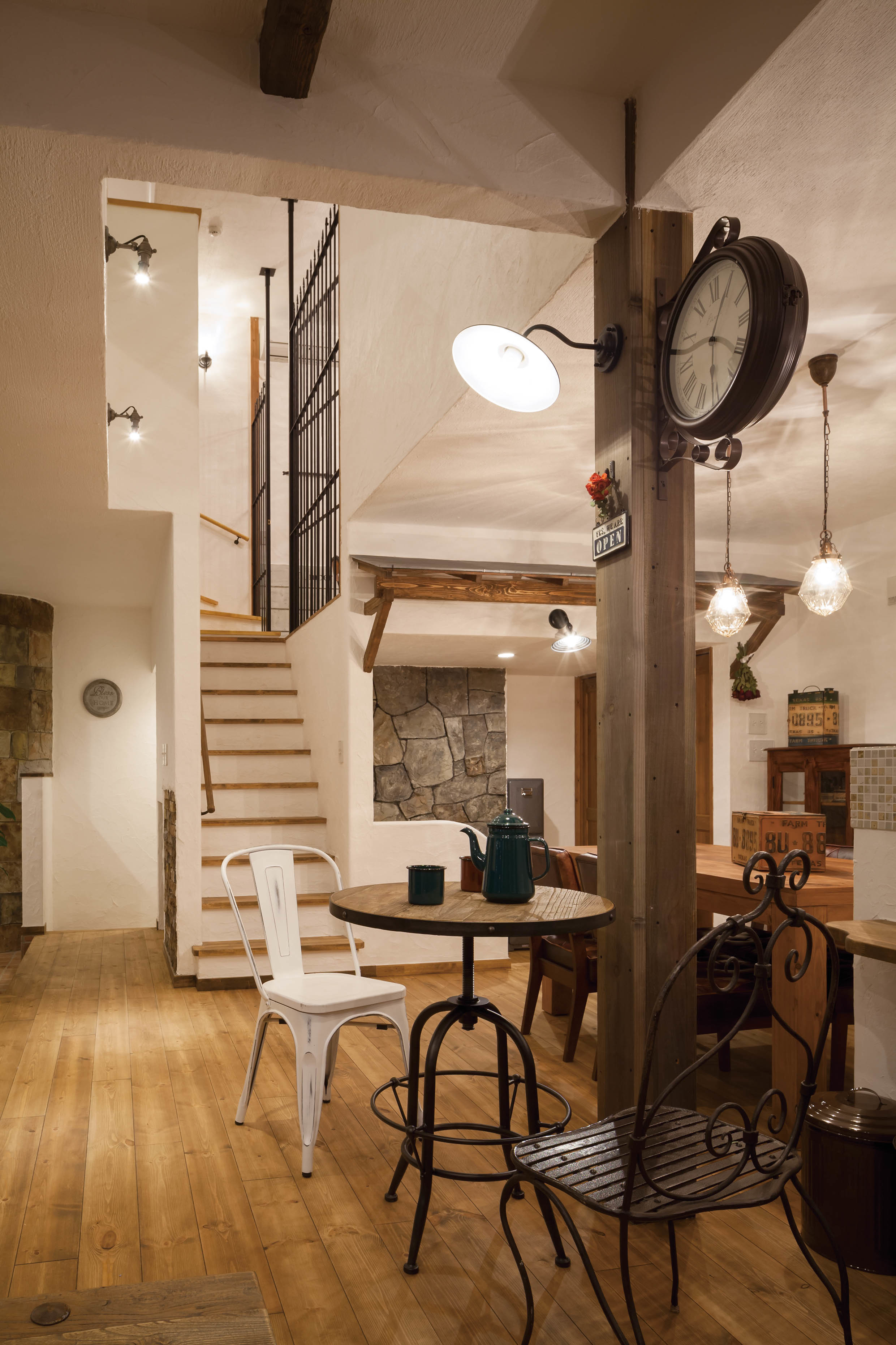 『ダルトン』の家具やインテリアに囲まれたオシャレな空間