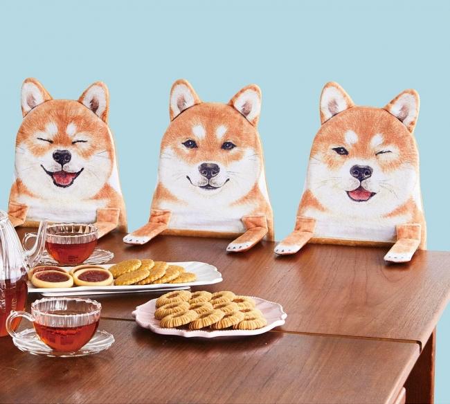 かわいい柴犬と食卓に。