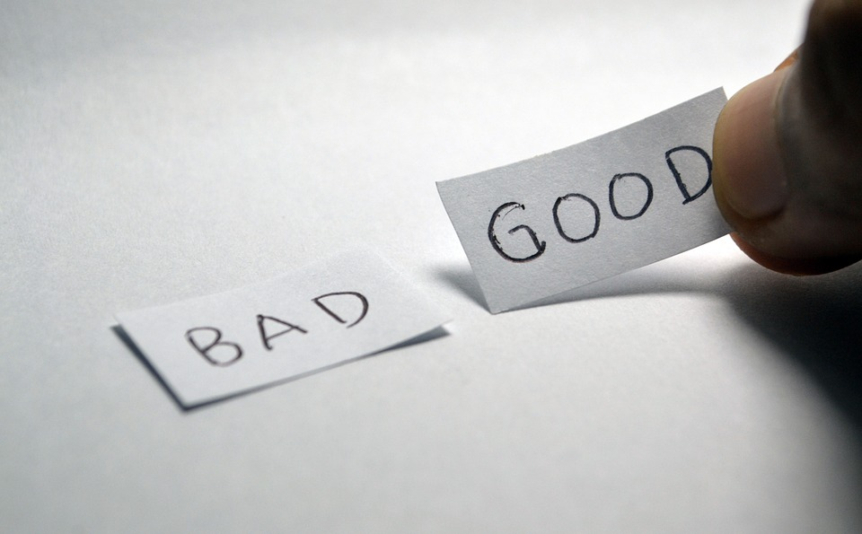 bad、goodと書かれたメモ用紙