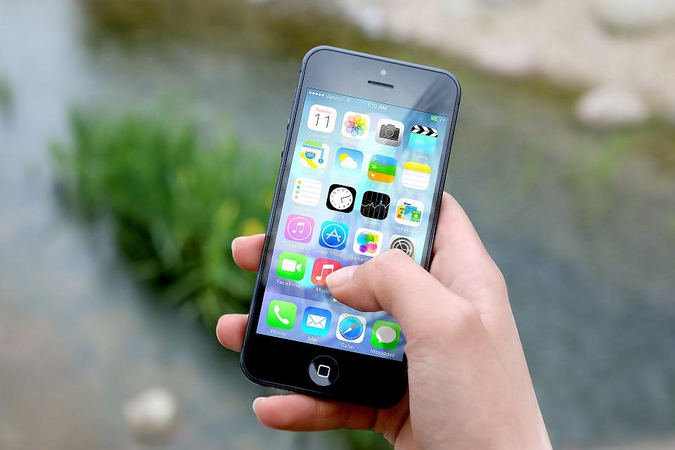 スマートフォンでアプリ操作