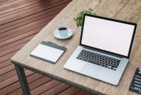 ノートパソコンとコーヒーとメモ帳