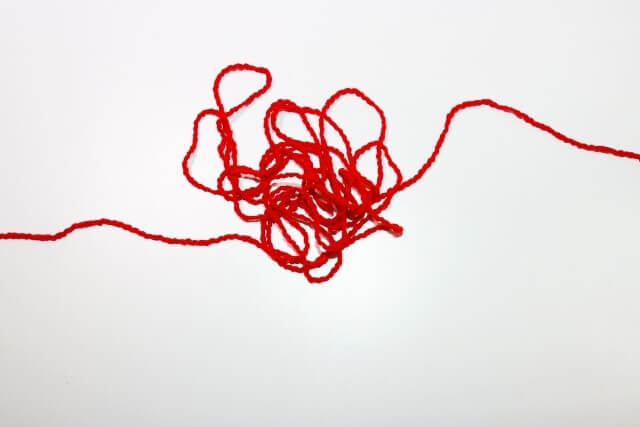 がんじがらめの赤い糸