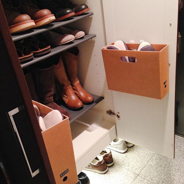 靴箱の扉の内側にクラフトボックス