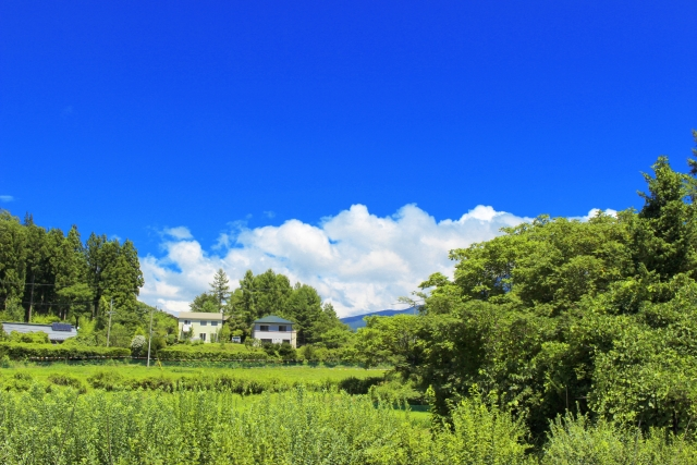 青空と里山風景