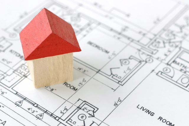 家の間取りと赤い屋根の家
