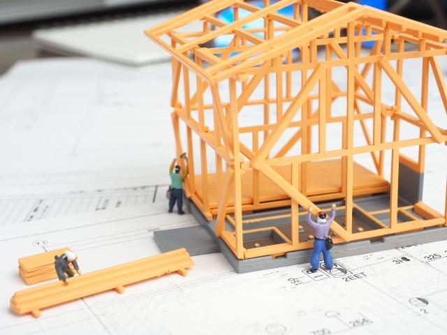 建築途中の戸建の家