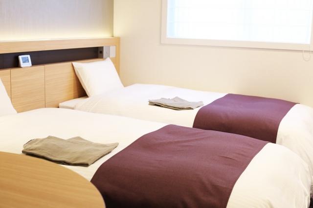 ツインベッドが並ぶゲストルーム