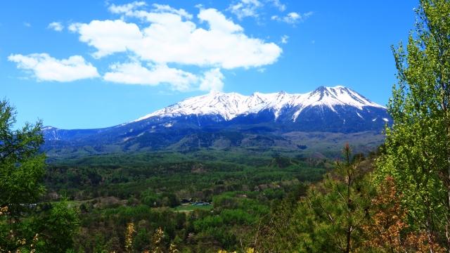 雪を頂いた御嶽山