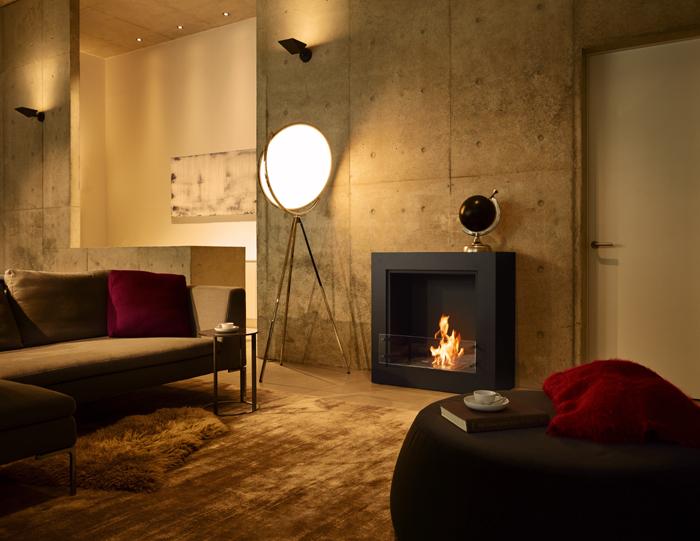 暖炉が置かれた素敵な部屋