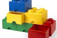 スタッキングされた3色のレゴストレージ