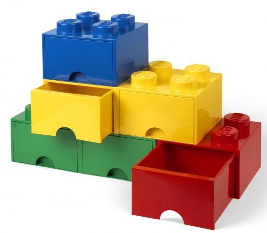 スタッキングされた3色のLEGO(R)ブリックドロワー