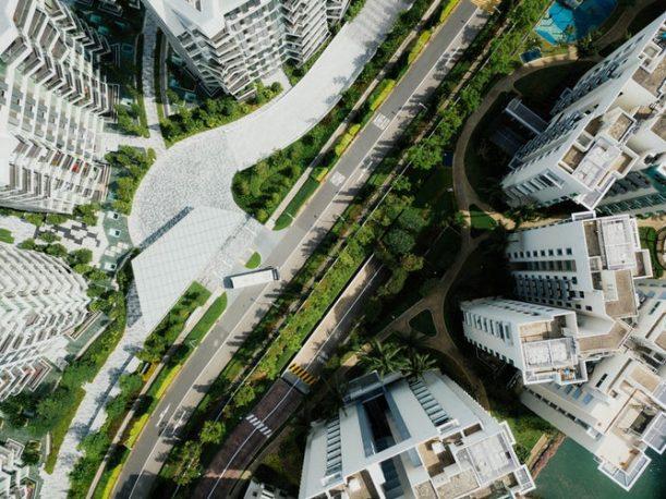 上空から見た立ち並ぶマンション