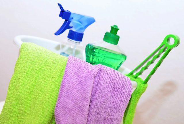バケツに入った洗剤と雑巾