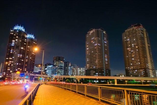 マンションが立ち並ぶ東京の夜景