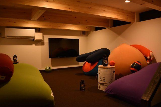 隠れ家のような半地下空間