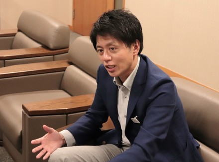 『ゆとりの約束』を語っている渡辺氏